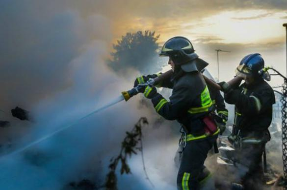 В Новой Москве горит склад