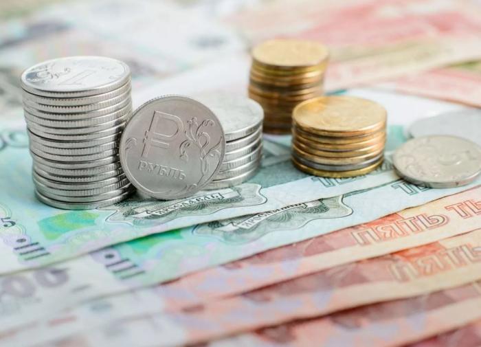 Объём свободных денег у россиян в сентябре упал на четверть