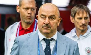 На Евро-2020 высмеяли Черчесова из-за способа открывания бутылок