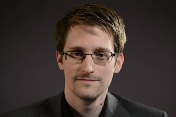 Сноуден представил автобиографическую книгу в Берлине