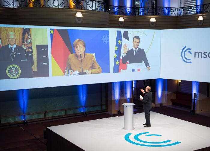 "Bloomberg: Меркель унизила Байдена и ""оттолкнула"" Вашингтон"