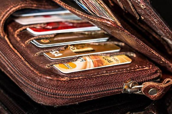 Эксперты: мошенники все чаще используют телефон для кражи денег с банковских карт
