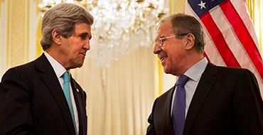 Ситуация на восточной Украине: Керри обвиняет, Лавров успокаивает