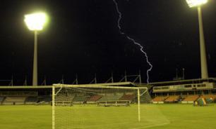 15 немецких футболистов пострадали из-за удара молнии