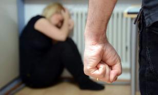 В Москве прошла акция с ростовыми куклами против домашнего насилия