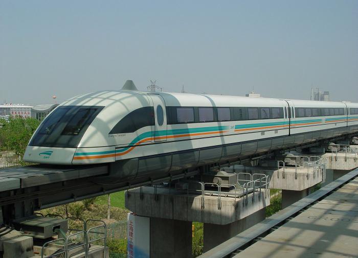 В Китае представили поезд, двигающийся со скоростью 620 км в час