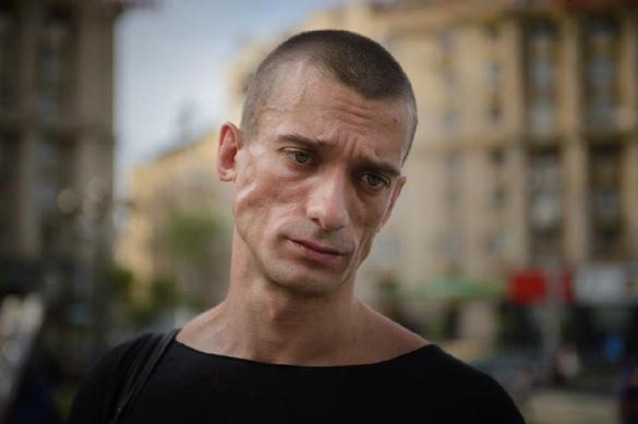 Французские власти могут выдворить Павленского из страны
