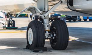 Мужчина сломал пассажирке самолета нос за пролитый кофе