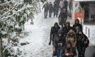 Тегеран накрыла снежная буря. Городской аэропорт приостановил работу