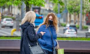 Вирусолог рассказал о бесполезности масок на улице