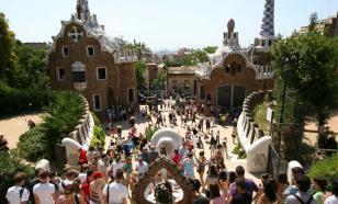 Испанцы просят не пускать туристов в страну