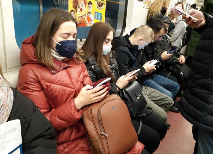 Россиянам напомнили об опасности грязных тканевых масок