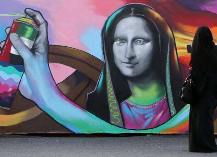 В Екатеринбурге итальянский художник нарисовал на стене общежития 3D-ледник