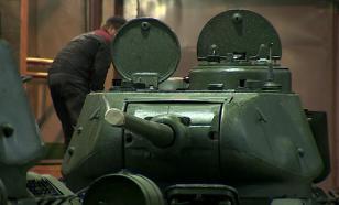 Участвовавший в штурме Кёнигсберга танк Т-34 готовят к параду Победы