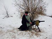 Закарпатский епископ развлекается, фотографируясь с оружием в зоне силовой операции