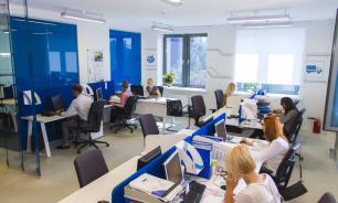 Четверть россиян ревнуют своих близких к коллегам по работе