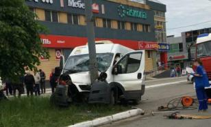 В Йошкар-Оле маршрутное такси врезалось в столб
