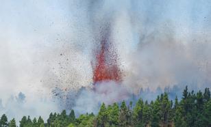 Лава проснувшегося на Канарах вулкана продолжает уничтожать всё на своём пути