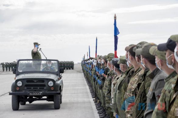 В Луганске репетируют парад Победы