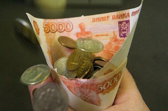 Бедным россиянам переведут по 10 тысяч рублей на еду