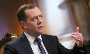 Медведев объяснил решение отправить правительство в отставку