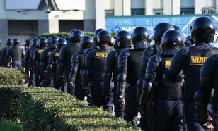 На площадь Независимости в Минске перебросили спецтехнику