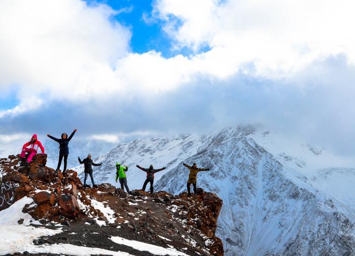 """""""Сорвались, пролетели по льду"""": выживший на Эльбрусе альпинист рассказал о ЧП"""