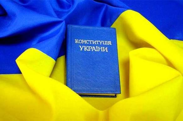 """Партия Зеленского готова вносить """"много изменений"""" в Конституцию"""
