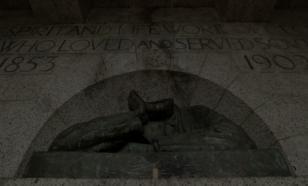 Борьба с памятниками перекинулась на ЮАР: Сесилу Родсу снесли голову