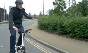 Женский парик защитит велосипедиста лучше шлема?