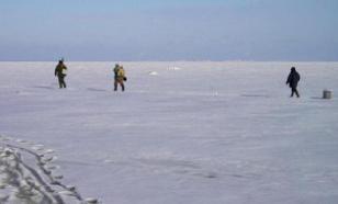 """За 80 """"безрассудными"""" рыбаками в Финском заливе следят спасатели"""