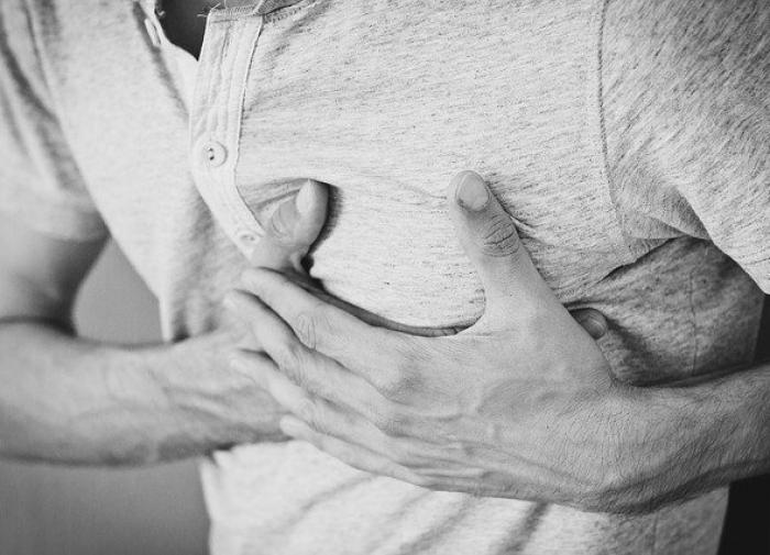 Кардиологи перечислили неочевидные признаки сердечного приступа