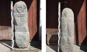 Древнего идола нашли в придорожной канаве в Вологодской области