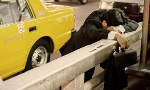 """В Японии популярно """"инэмури"""" - искусство спать на работе"""