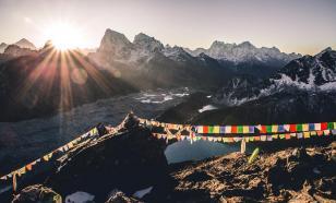 Около 500 иностранных туристов застряли в горах Непала