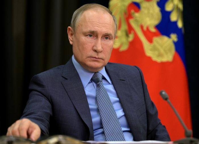 """""""Наконец-то хорошие новости из России"""": британцы о самоизоляции Путина"""