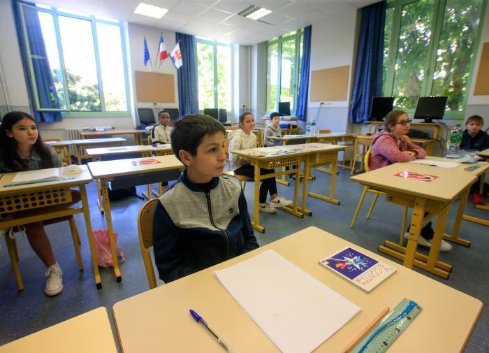 В Минпросвещения назвали фейком сообщения о переходе школ на удалёнку