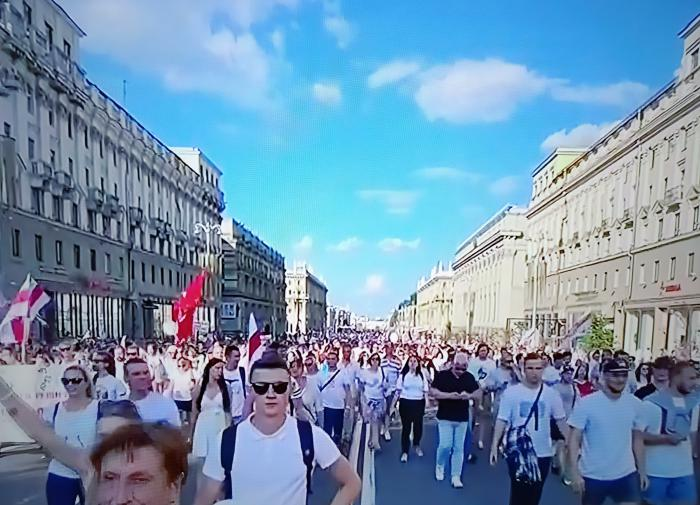 Протестующих против инаугурации Лукашенко разогнали водомётами