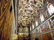 Новый Папа молится Богу глобальному