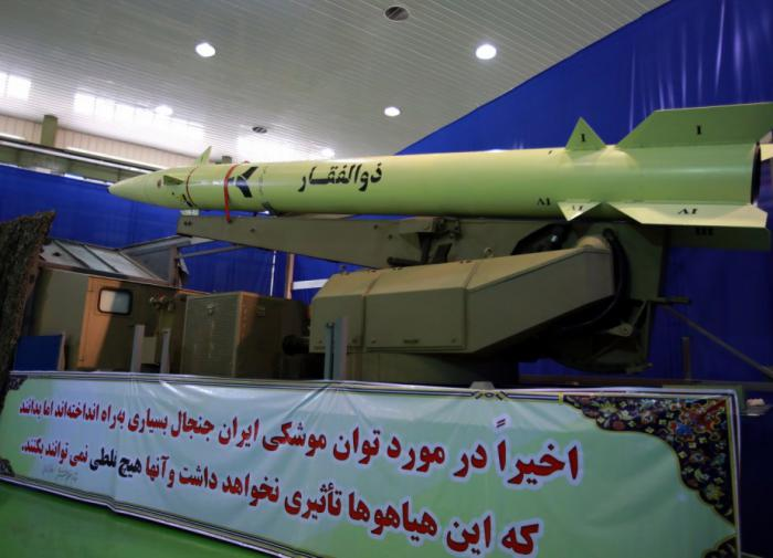 Иран представил новую военно-морскую баллистическую ракету