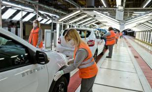 """Продажи автомобилей """"АвтоВАЗ"""" упали в три раза"""