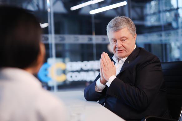 Порошенко рассказал, как писал текст Минских соглашений с Меркель