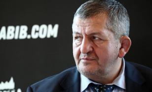 Отец Нурмагомедова остается в тяжелом состоянии и не разговаривает