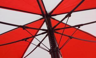 На Красной площади задержали девушку с красно-белым зонтом