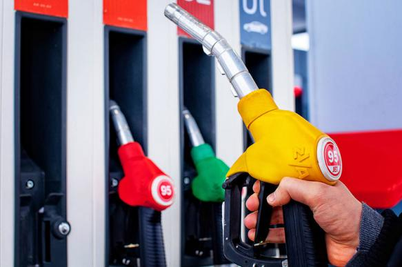 """В правительстве назвали рост цен на бензин """"закономерным"""""""