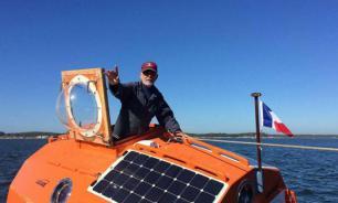 Француз, пересекающий Атлантику в бочке, завершает свое путешествие