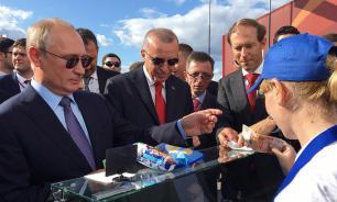 Мантуров потратил деньги для развития авиации на мороженое