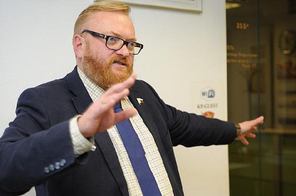 """Милонов назвал """"дешевой проституцией"""" флаг США, поднятый украинцами"""