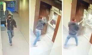 Мужчина с топором напал на офис американского сенатора