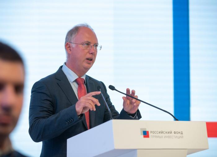 Вакцина вне политики: в РФПИ одобрили действия Венгрии